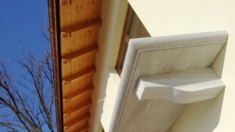 Mensole in Beola Favalle anticata – lastra balcone in Beola Favalle anticata con costa 1/2 toro anticata